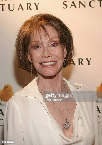 Actress/Gala Chair Mary Tyler Moore attends the Farm Sanctuary Gala 2004 at The Plaza Hotel on May 22, 2004 in New York City.