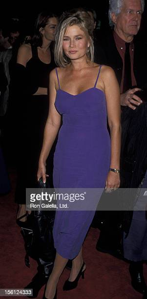 Actress/Model Kimber Sissons attending the world premiere of 'Bram Stoker's Dracula' on November 10 1992 at Mann Chinese Theater Hollywood California