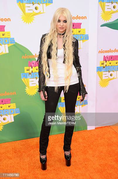 Actress/musician Taylor Momsen arrives at Nickelodeon's 24th Annual Kids' Choice Awards at Galen Center on April 2 2011 in Los Angeles California