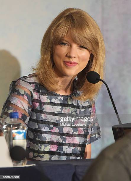 Actress/musician Taylor Swift takes part in a press conference for the Weinstein Company's The Giverat JW Marriott Essex House on August 12 2014 in...