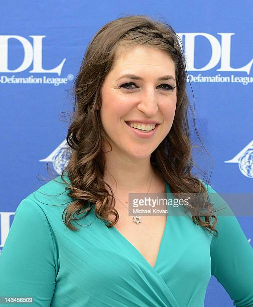 Actress/neuroscientist Mayim Bialik attends The AntiDefamation League Deborah Awards at the Skirball Cultural Center on April 26 2012 in Los Angeles...