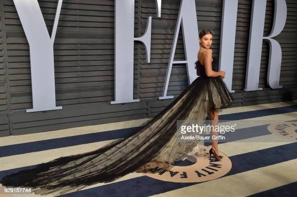 Actress/singer Hailee Steinfeld attends the 2018 Vanity Fair Oscar Party hosted by Radhika Jones at Wallis Annenberg Center for the Performing Arts...