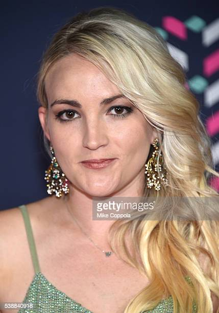 Actress/singer Jamie Lynn Spears attends the 2016 CMT Music awards at the Bridgestone Arena on June 8 2016 in Nashville Tennessee