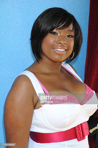Actress/singer Jennifer Hudson arrives to the 2008 MTV Movie Awards at the Gibson Amphitheatre on June 1, 2008 in Universal City, California.