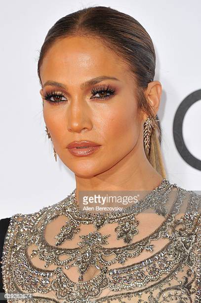 Actress/singer Jennifer Lopez arrives at People's Choice Awards 2017 at Microsoft Theater on January 18 2017 in Los Angeles California