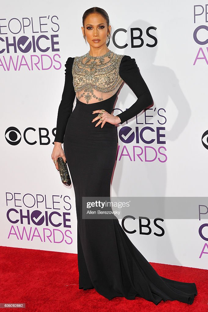 Actress/singer Jennifer Lopez arrives at People's Choice Awards 2017 at Microsoft Theater on January 18, 2017 in Los Angeles, California.