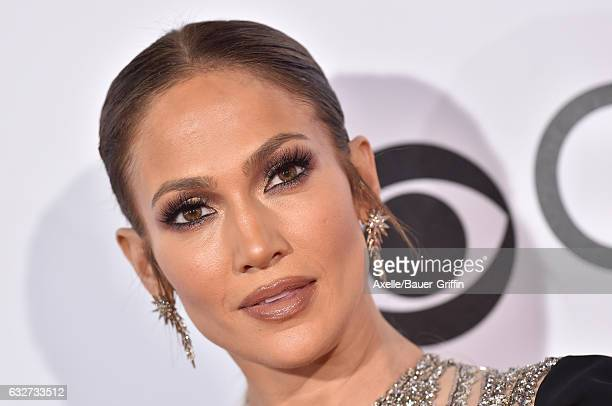 Actress/singer Jennifer Lopez arrives at the 2017 People's Choice Awards at Microsoft Theater on January 18 2017 in Los Angeles California