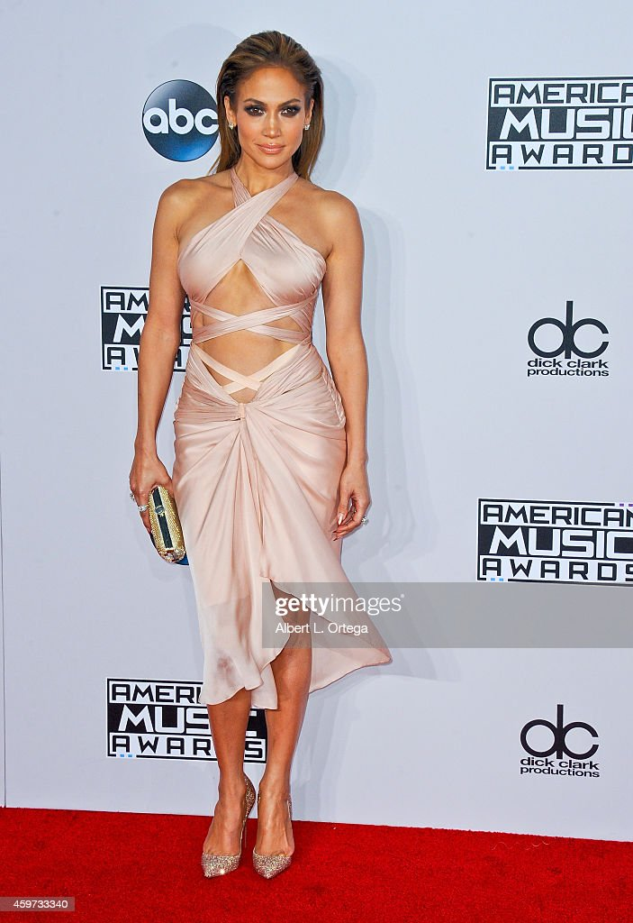 Actress/singer Jennifer Lopez arrives for the 42nd Annual American Music Awards held at Nokia Theatre L.A. Live on November 23, 2014 in Los Angeles, California.