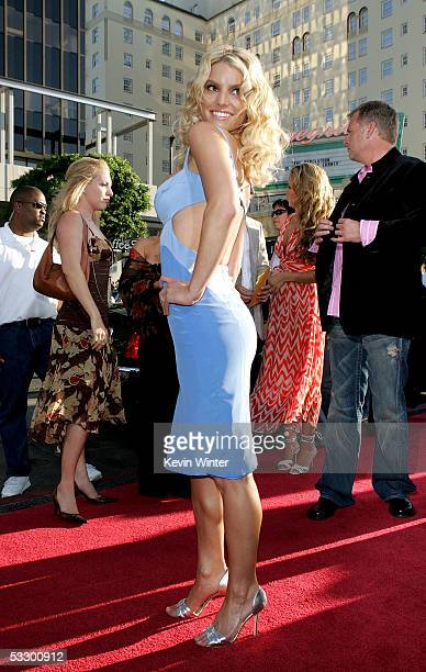 """Actress/singer Jessica Simpson arrives at the Premiere Of """"The Dukes of Hazzard"""" at the Grauman's Chinese Theatre on July 28, 2005 in Hollywood,..."""