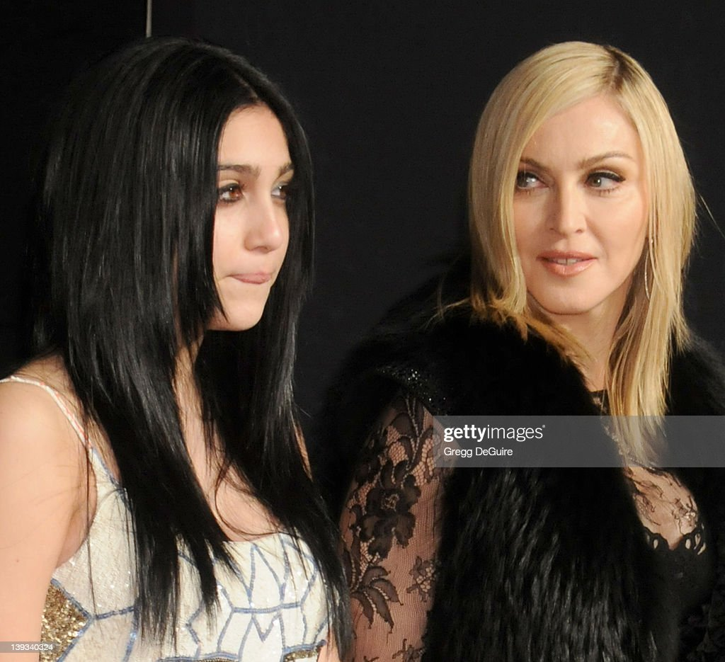 Vanity Fair Oscar Party 2011 - Arrivals : News Photo