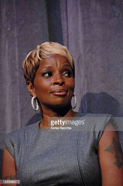 Actress/singer Mary J Blige attends the 'Precious' Based On The Novel Push By Sapphire premiere at the Roy Thomson Hall during the 2009 Toronto...