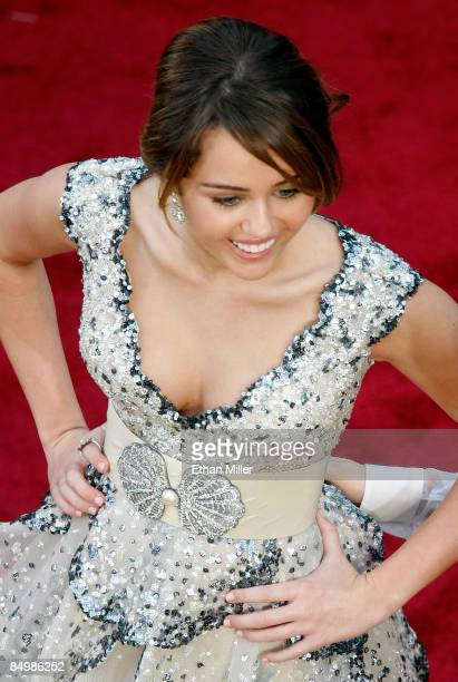 Actress/singer Miley Cyrus arrives at the 81st Annual Academy Awards at the Kodak Theatre February 22 2009 in Los Angeles California