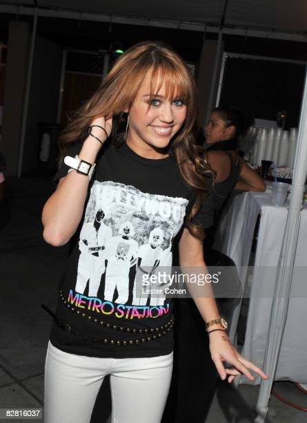 UNIVERSAL CITY CA SEPTEMBER 14 Actress/singer Miley Cyrus backstage at the City of Hope Benefit Concert with Miley Cyrus Jonas Brothers at the Gibson...