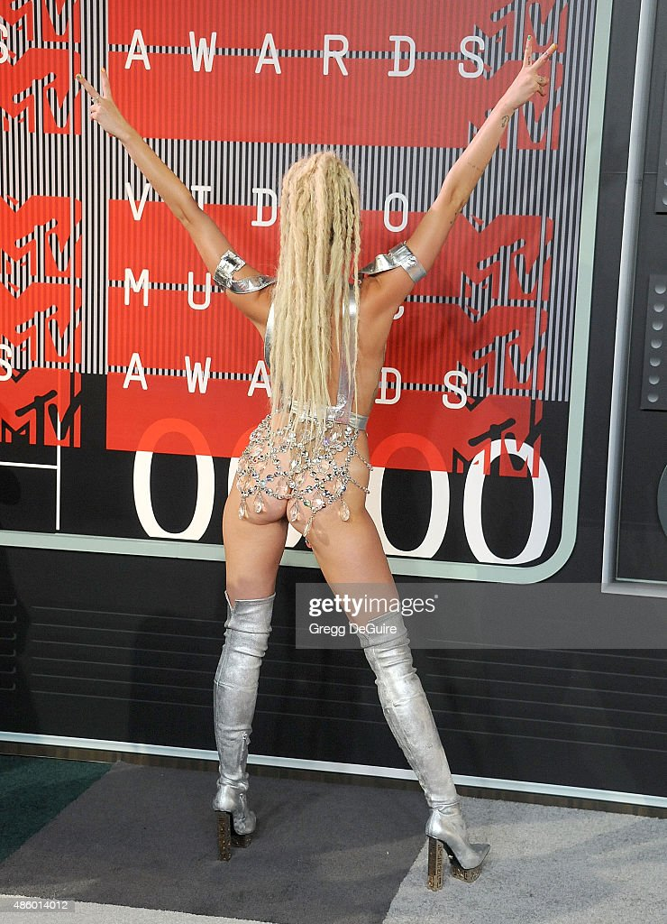 Actress/singer Miley Cyrus, styled by Simone Harouche, arrives at the 2015 MTV Video Music Awards at Microsoft Theater on August 30, 2015 in Los Angeles, California.