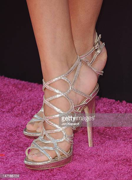 Actress/singer Selena Gomez arrives at 'Katy Perry Part Of Me' premiere at Grauman's Chinese Theatre on June 26 2012 in Hollywood California The...