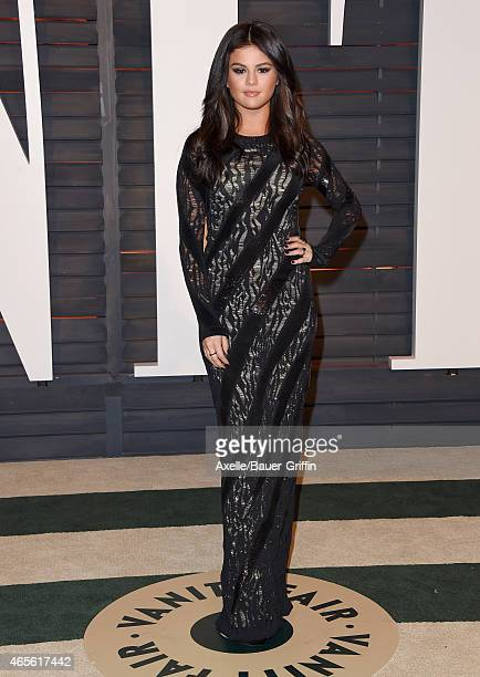 Actress/singer Selena Gomez arrives at the 2015 Vanity Fair Oscar Party Hosted By Graydon Carter at Wallis Annenberg Center for the Performing Arts...