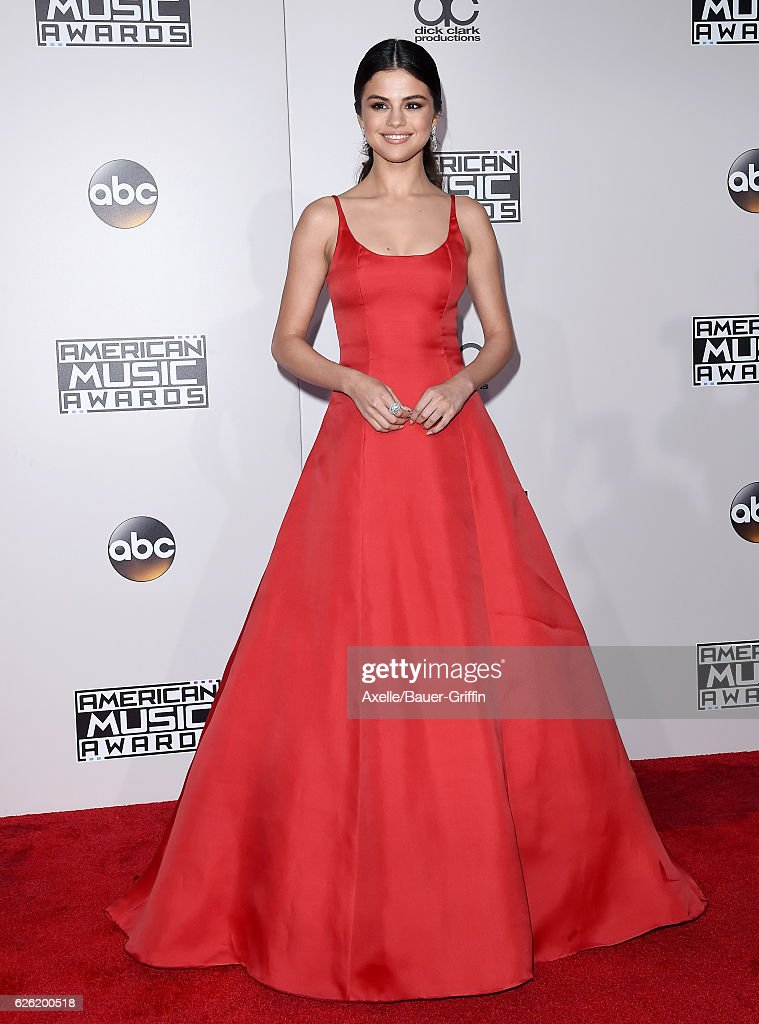 Actress/singer Selena Gomez arrives at the 2016 American Music Awards at Microsoft Theater on November 20, 2016 in Los Angeles, California.