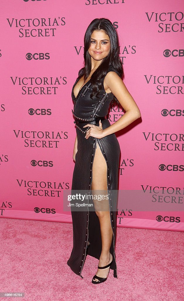 2015 Victoria's Secret Fashion Show  - Pink Carpet Arrivals : News Photo