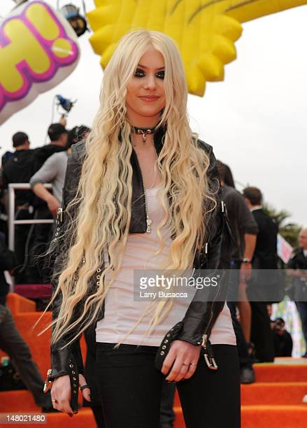 Actress/Singer Taylor Momsen arrives at Nickelodeon's 24th Annual Kids' Choice Awards at Galen Center on April 2 2011 in Los Angeles California