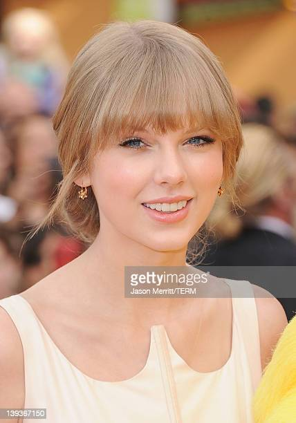 Actress/singer Taylor Swift arrives at Premiere of Universal Pictures and Illumination Entertainment's 3DCG 'Dr Seuss' The Lorax' at Universal...
