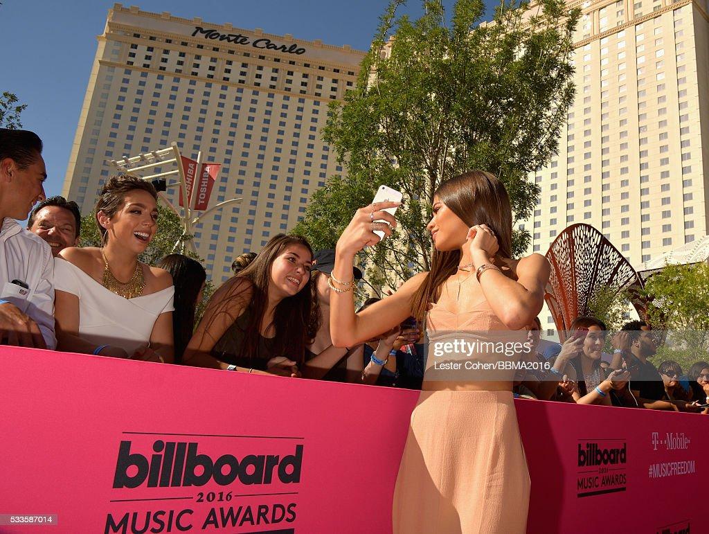 2016 Billboard Music Awards - Red Carpet : News Photo