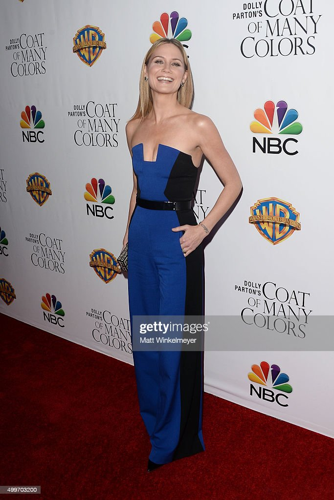 Actress/singer-songwriter Jennifer Nettles arrives at the premiere of Warner Bros. Television's 'Dolly Parton's Coat of Many Colors' at the Egyptian Theatre on December 2, 2015 in Hollywood, California.