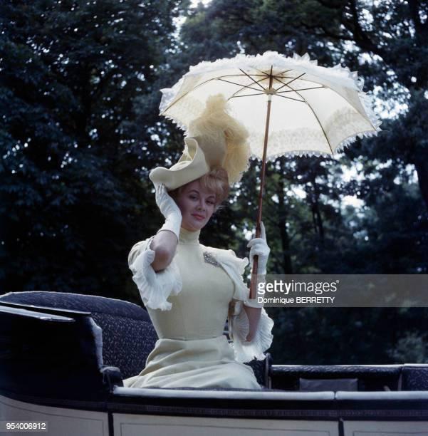 L'actrice américaine Monique van Vooren pendant le tournage de Gigi de Vincente Minnelli à Paris en 1958 France