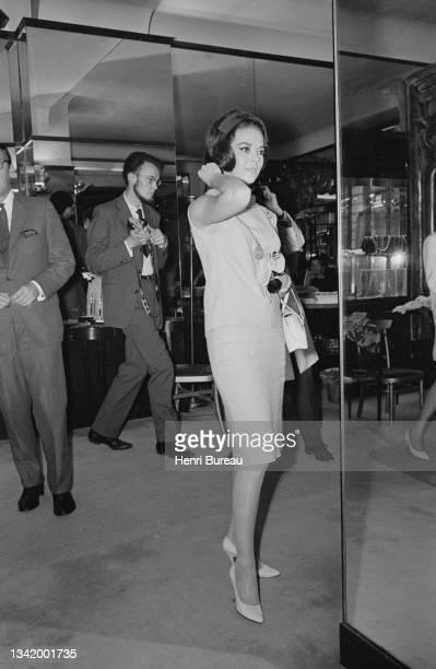 Actrice américaine Natalie Wood chez Chanel à Paris.