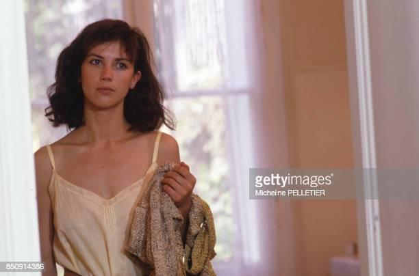 Actrice Anne Roussel pendant le tournage du film 'Noyade Interdite', en juin 1987, France.