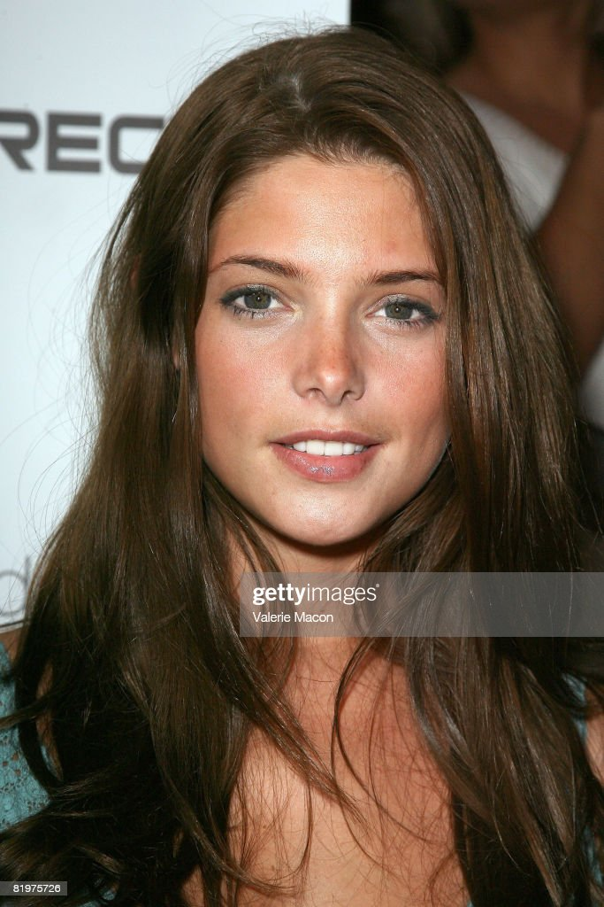 Actrice Ashley Green attends the 2nd Annual Celebrity Bowling Night held by Matt Leinard on July 17, 2008 in Hollywood, California.