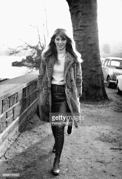 Actrice canadienne Joanna Shimkus dans Paris en mars 1968, France.