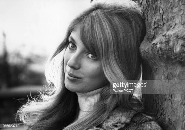 L'actrice canadienne Joanna Shimkus dans Paris en mars 1968 France