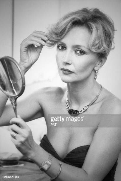 L'actrice Caroline Cellier dans sa loge au théâtre le 2 septembre 1982 à Paris France