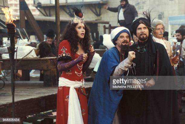 L'actrice Catherine Alric et les acteurs Daniel Prévost et Jean Poiret pendant le tournage du film de Jean Yanne 'Liberté Egalité Choucroute' en...