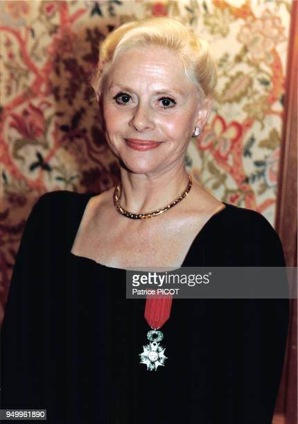 L'actrice Christiane Minazzoli reçoit la Légion d'Honneur en mai 1994 à Paris France