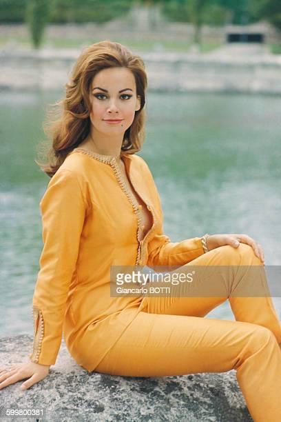 L'actrice Claudine Auger circa 1960 en France