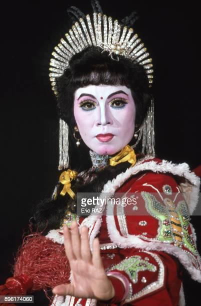 Actrice de theatre vietnamien en costume de femme general a Nha Trang en juillet 1994 Viet Nam