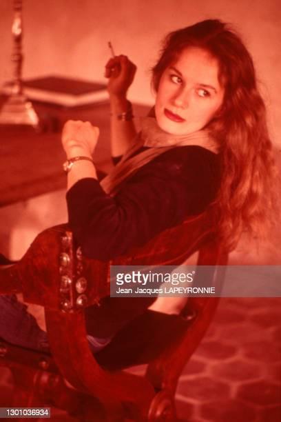 Actrice Dominique Sanda dans sa ferme de Houdan, France, en juin 1978