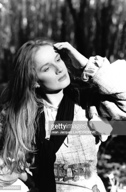 Actrice Dominique Sanda joue le rôle de la fille d'un serf, Anne, dans le film de Franck Cassenti 'La chanson de Roland' en octobre 1977, France.
