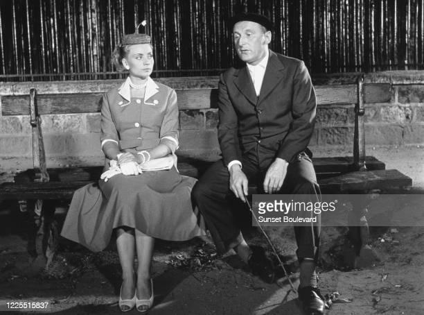 L'actrice et chanteuse belge Annie Cordy et l'acteur français Bourvil sur le tournage du film Le chanteur de Mexico de Richard Pottier circa juillet...