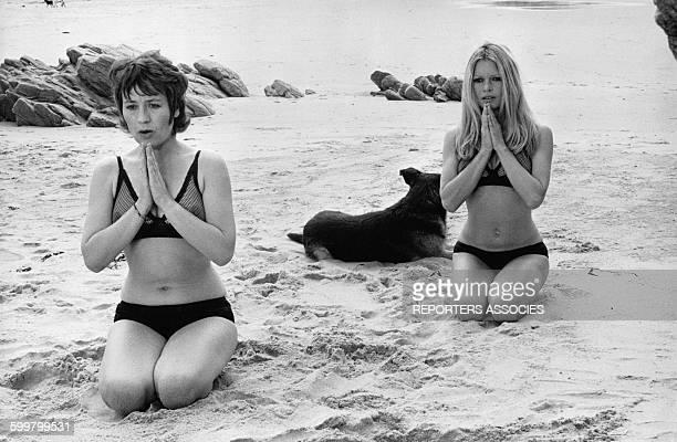 L'actrice française Annie Girardot et l'actrice française Brigitte Bardot dans le film 'Les novices' de Guy Casaril en 1970