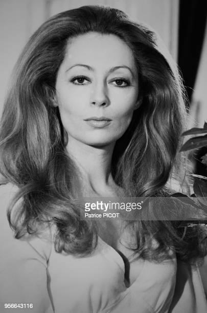 L'actrice française Claudine Coster chez elle à Paris le 11 avril 1973 France