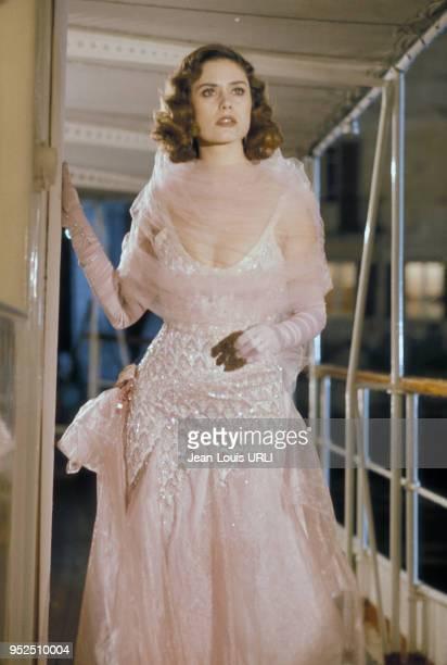 Actrice française Corinne Clery sur un tournage dans les années 70, France.