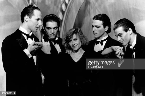 Actrice française Elisabeth Depardieu interprétant la chanson ?C'est un Tango? sur le plateau de l'émission ?Bal de nuit?, en France.