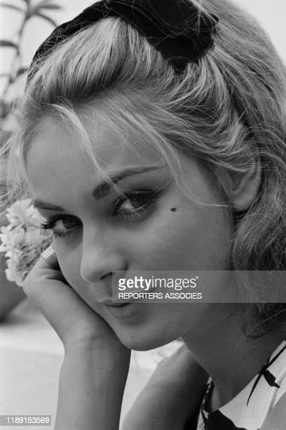 L'actrice française Geneviève Grad lors du tournage du film 'Le gendarme de SaintTropez' le 22 mai 1964 France
