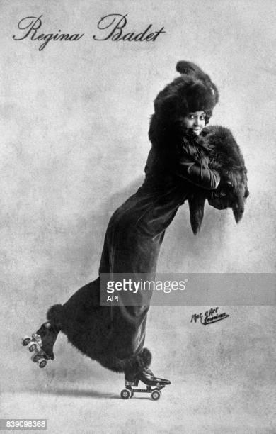 L'actrice française Régina Badet faisant du patin à roulettes