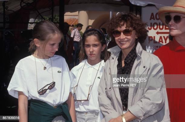 L'actrice francaise Marlene Jobert et ses filles a l'open de tennis de MonteCarlo le 18 avril 1992 a Monaco