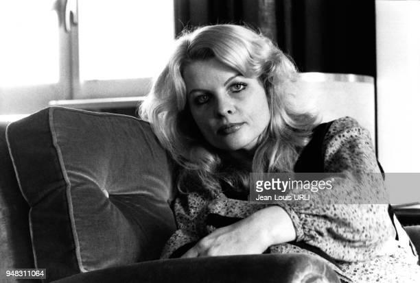 Actrice Gisela Hahn dans un fauteuil en février 1978, à Rome, Italie.