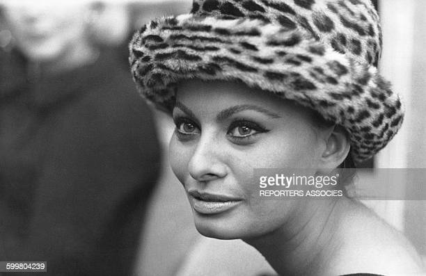 L'actrice italienne Sophia Loren lors du défilé de mode du styliste Marc Bohan pour Dior le 4 février 1963 à Paris France