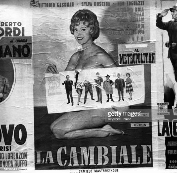 L'actrice italienne Sylva Koscina sur l'affiche du film 'La Cambiale' qu'elle a tourné avec Vittorio Gassman et Ugo Tognazzi